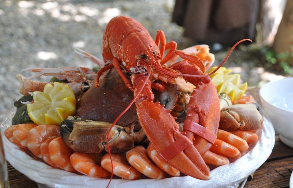ilustrasi seafood platter