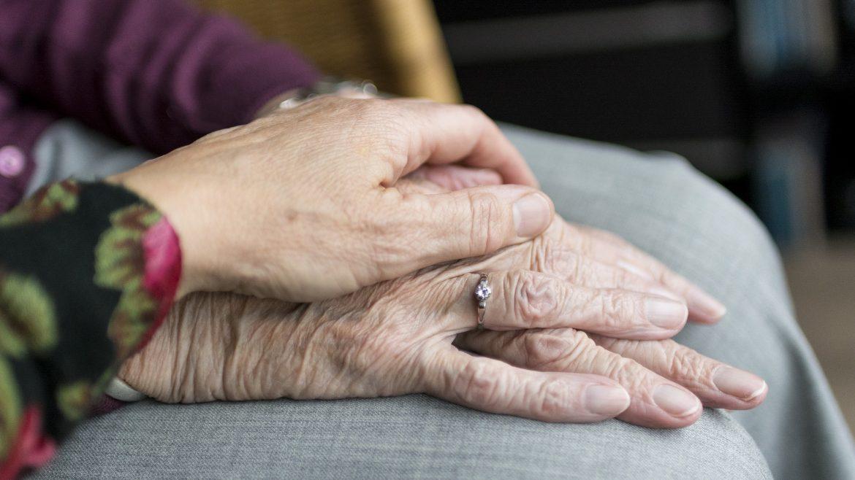 ilustrasi tangan lansia