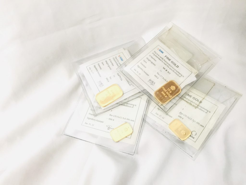ilustrasi bentuk tabungan emas batangan